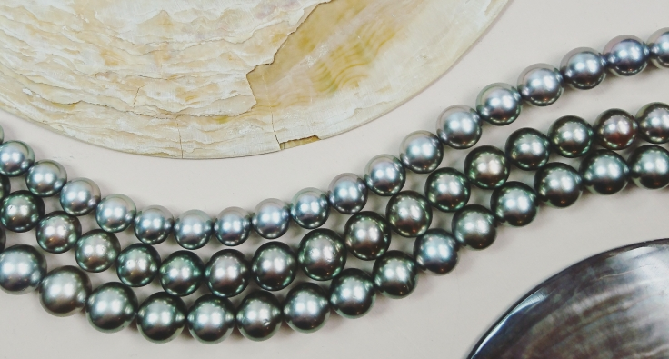 Tahitian Pearl Rows in peacock black